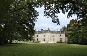 Façade sud du château ; vue depuis l'allée