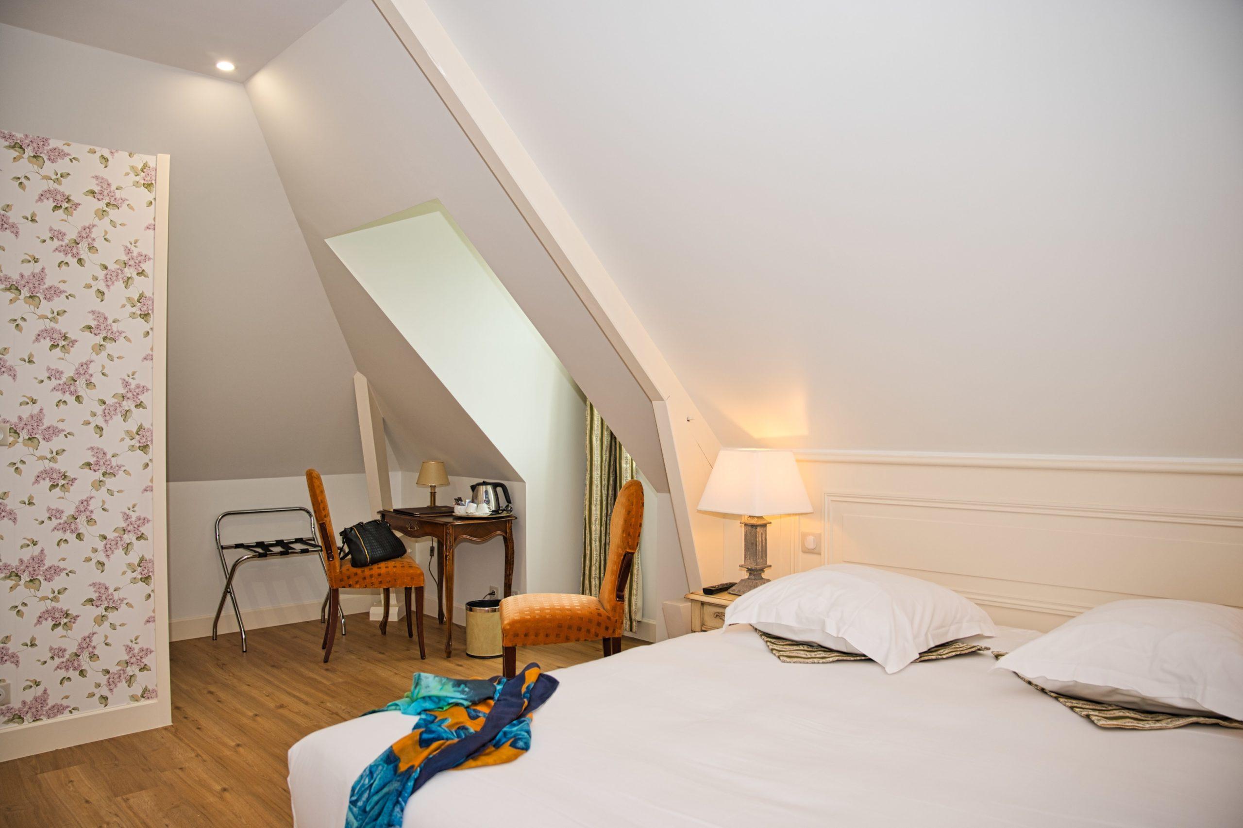https://www.chateaudelarozelle.com/wp-content/uploads/2020/05/La-Rozelle-charme-42__Hôtel-4-étoiles-près-de-Chambord-Blois-Cheverny-et-Chaumont-sur-Loire-4-scaled.jpg